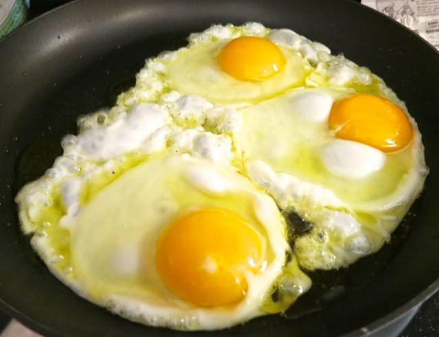 Olive oil fried eggs